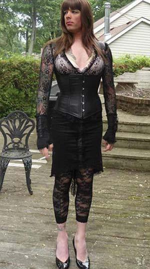 Mâcon : BlackQueen, transex maîtresse SM de 45 ans